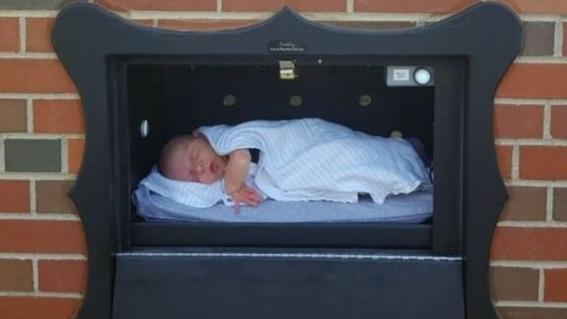 ¿Qué es el buzón para abandonar bebés que aprobaron en Bélgica?