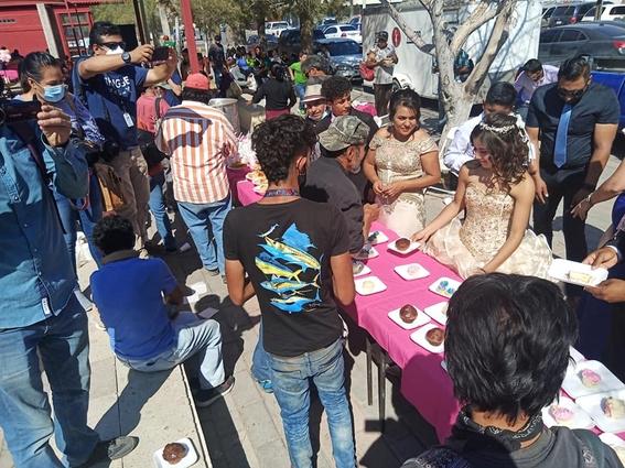 quinceanera regala banquete personas situacion de calle 1
