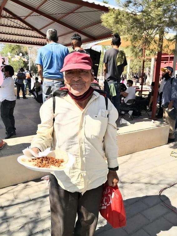 quinceanera regala banquete personas situacion de calle 2