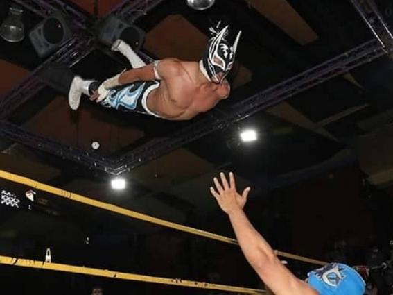 #Video Murió el luchador Príncipe Aéreo en pleno ring de la Arena San Juan Pantitlán