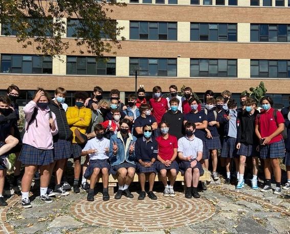 100 jovenes se visten con falda en un colegio para protestar por sexismo homofobia y masculinidad toxica 1