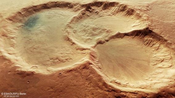 un antiguo triplete de crateres en marte en fotos del mars express 2