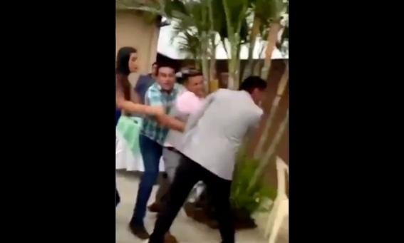 video hombre expone infidelidad de esposa durante fiesta 1