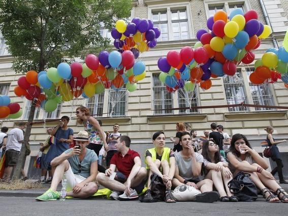 buscan prohibir adopciones a parejas del mismo sexo en hungria 3