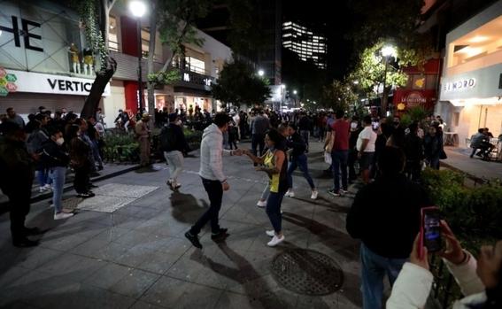 cierran bares de cdmx y organizan baile en las calles de zona rosa 2