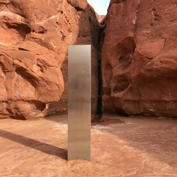 encuentran extrano monolito en el desierto de utah 1