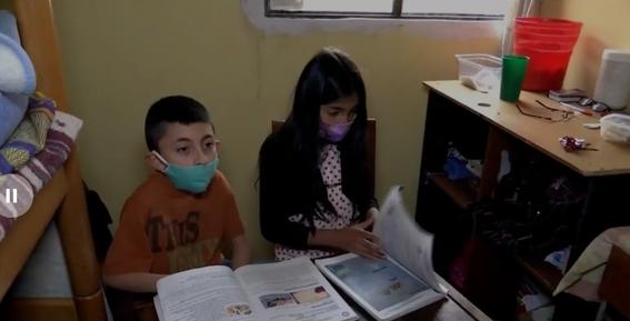 obligan a dos hermanos a repetir ano porque no tienen computadora para clases virtuales en colombia 1