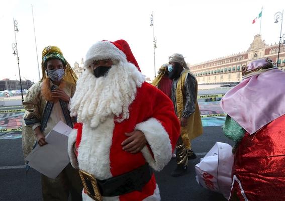 'reyes magos' y 'santas' protestan en cdmx para que los dejen trabajar 1