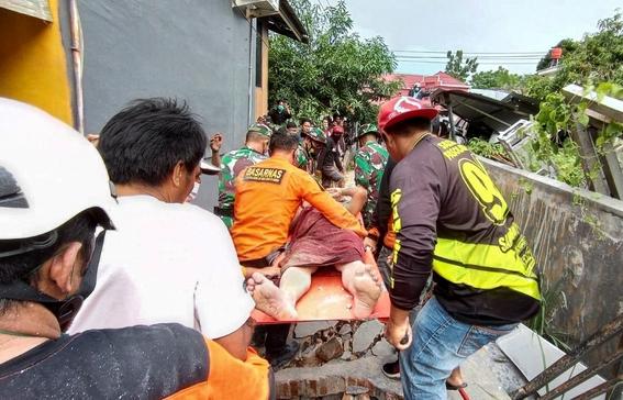fuerte terremoto en indonesia deja 34 muertos y mas de 600 heridos 1