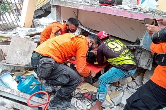 fuerte terremoto en indonesia deja 34 muertos y mas de 600 heridos 5
