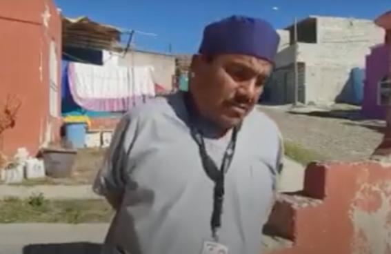 video camillero quema su uniforme  y renuncia por no recibir vacuna contra covid19 1