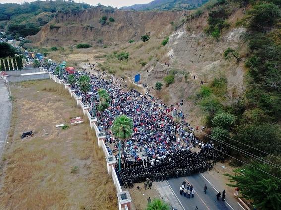guatemala reprime con violencia a la caravana migrante hondurena 2