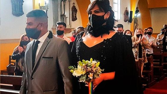 mujer transgenero se casa en la iglesia bajo ritos catolicos 1