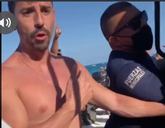 policias detienen a pareja gay por besarse en tulum 1