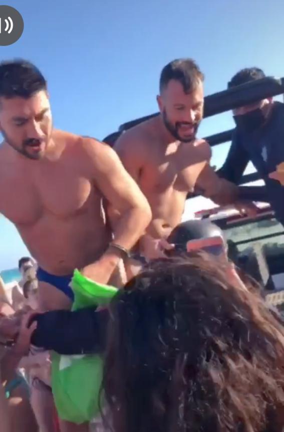 policias detienen a pareja gay por besarse en tulum 2