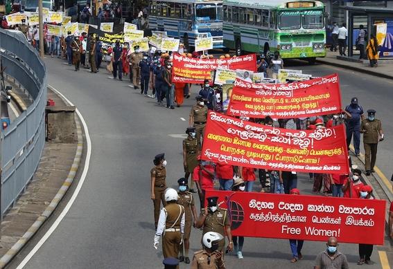 fotos asi se vive la marcha del 8m en el mundo 13