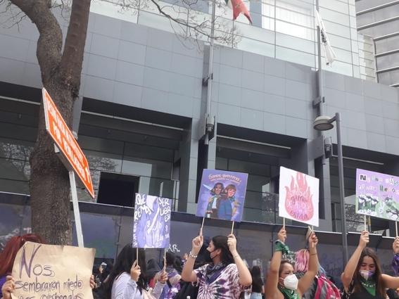 marcha manifestacion 8m dia de la mujer 25