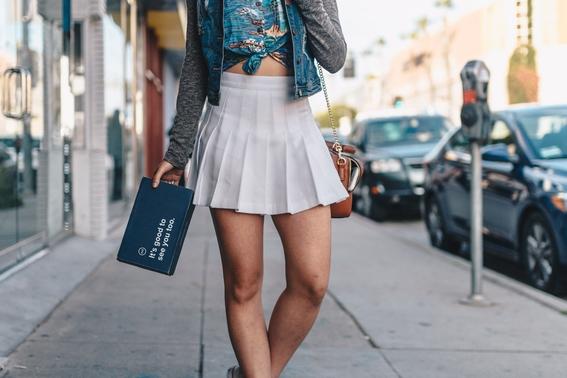 escuela solicita a mamas no presentarse con minifaldas 1