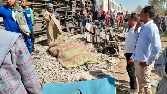 al menos 32 muertos y 66 heridos en el choque de dos trenes en el sur de egipto 2