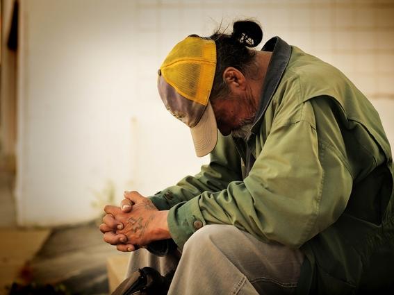 hombre da comida envenenada a ocho personas sin hogar y graba sus reacciones por diversion 1