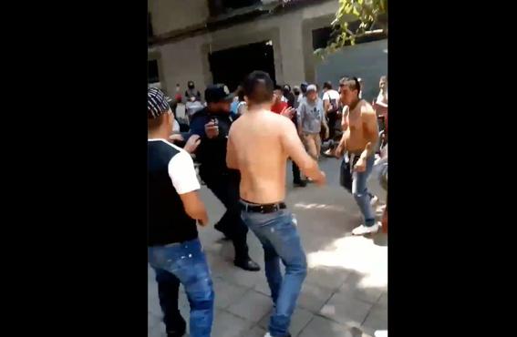 video asi fue la pelea campal en calles del centro historico de la cdmx 1
