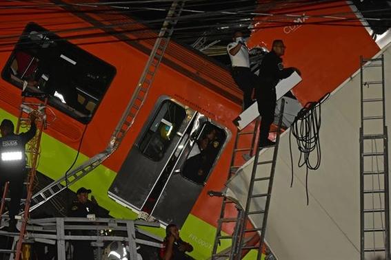 fotos de los momentos del desplome del metro olivos en la cdmx 1