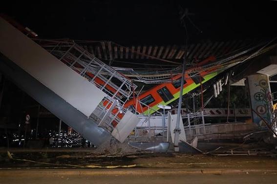 fotos de los momentos del desplome del metro olivos en la cdmx 5