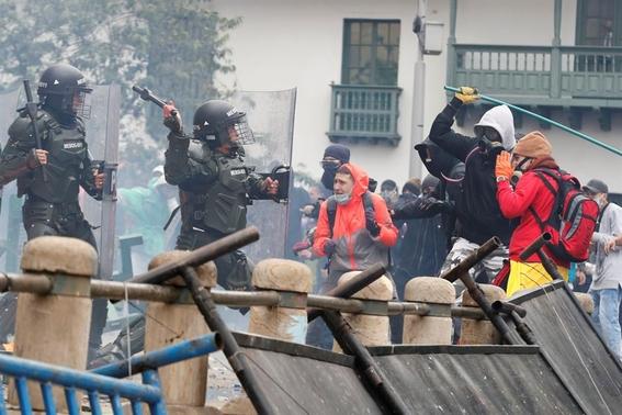 la policia colombiana enfrenta multiples denuncias por brutalidad y arbitrariedad incluso segun consta en videos de redes han disparado a quem 1