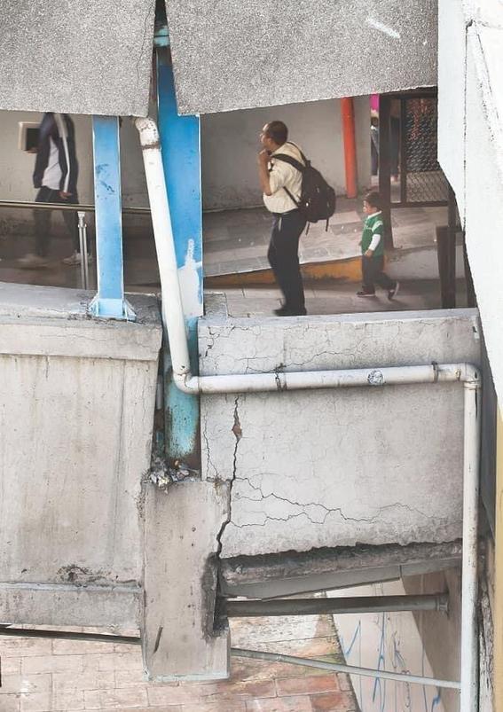 ciudadanos denuncian que pantitlan y oceania tambien corren riesgo de desplome 2
