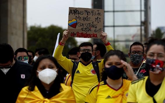 colombianos marchan en mexico para exigir alto a la represion en su pais 2