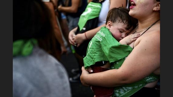 un juez ordena suspender la ley que protege el aborto en argentina 2