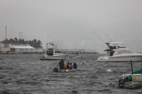 huracan enrique se intensifica alcanza categoria 1 en costas mexicanas 2
