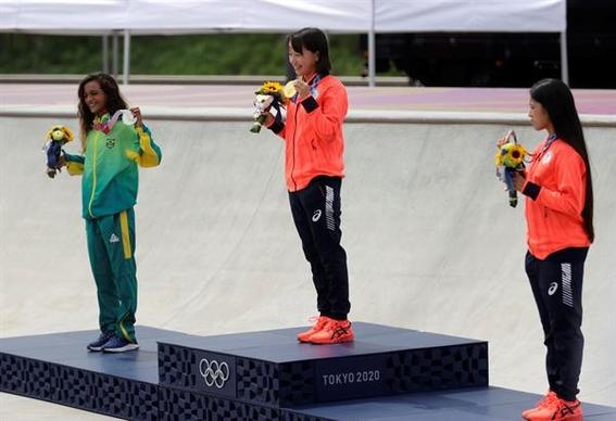 ninas de 13 anos son campeonas olimpicas en el skate de tokio 1