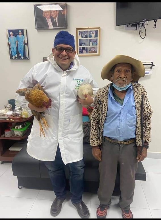 abuelo paga con gallinas operacion prostata 1