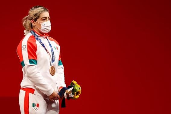 aremi fuentes gana medalla de bronce para mexico en levantamiento de pesas en tokio 1