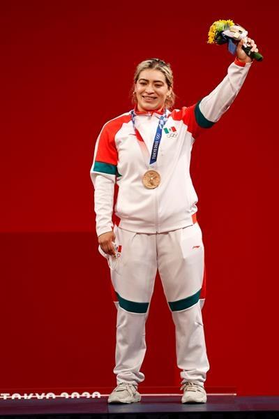 aremi fuentes gana medalla de bronce para mexico en levantamiento de pesas en tokio 2