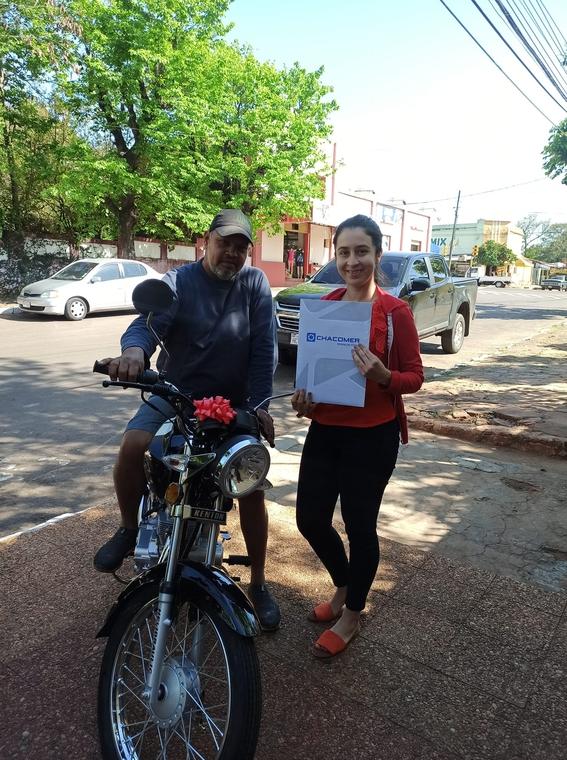 joven regala moto a su padrastro 1