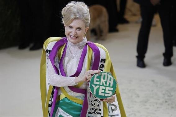 mujeres envian mensajes politicos en vestidos de la met gala 2021 3