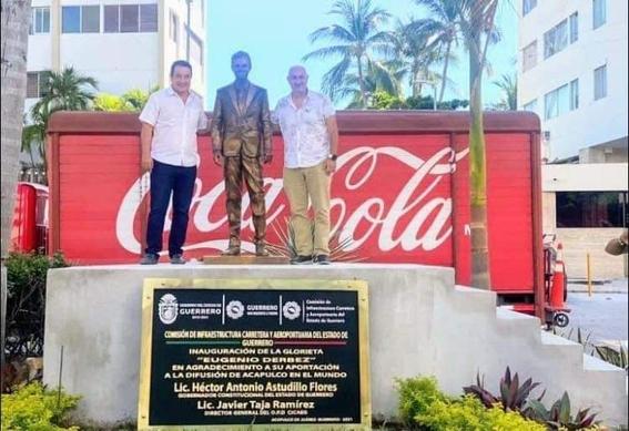 develan estatua de eugenio derbez en acapulco y se indignan en redes sociales 1