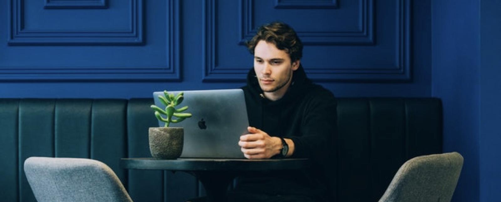 Cómo tu ex y tu empresa monitorean tus redes sociales sin que te des cuenta