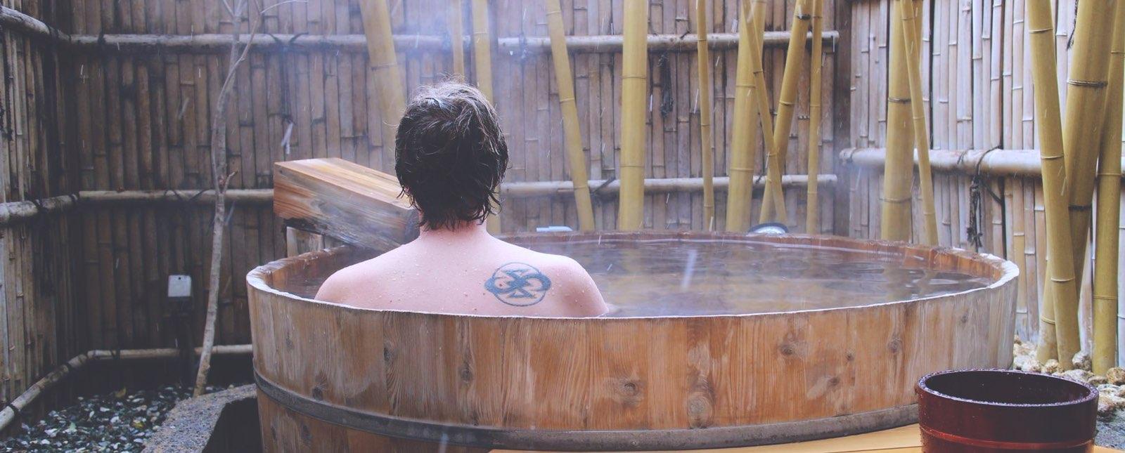 por-que-en-japon-esta-prohibido-entrar-a-los-onsen-con-tatuajes