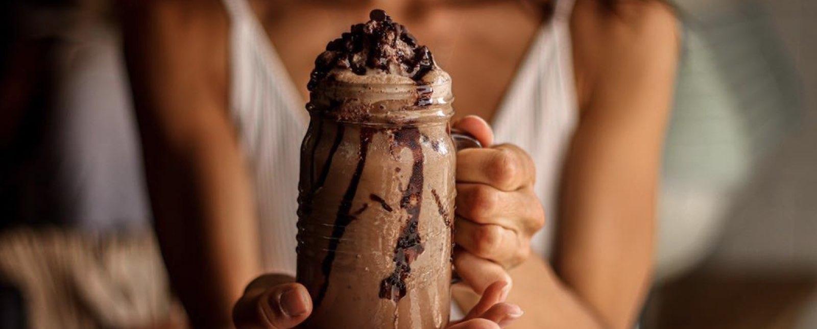receta-de-frappe-de-chocolate-con-vino-tinto-en-5-minutos
