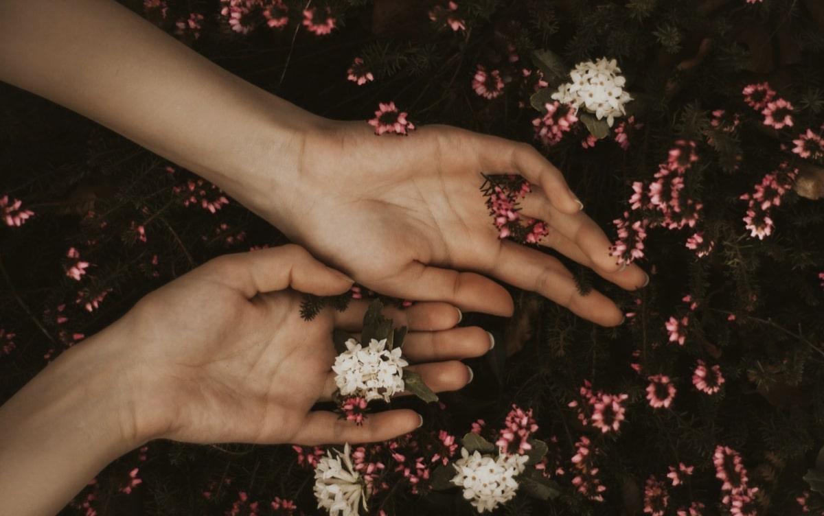 remedios-caseros-para-evitar-manos-secas