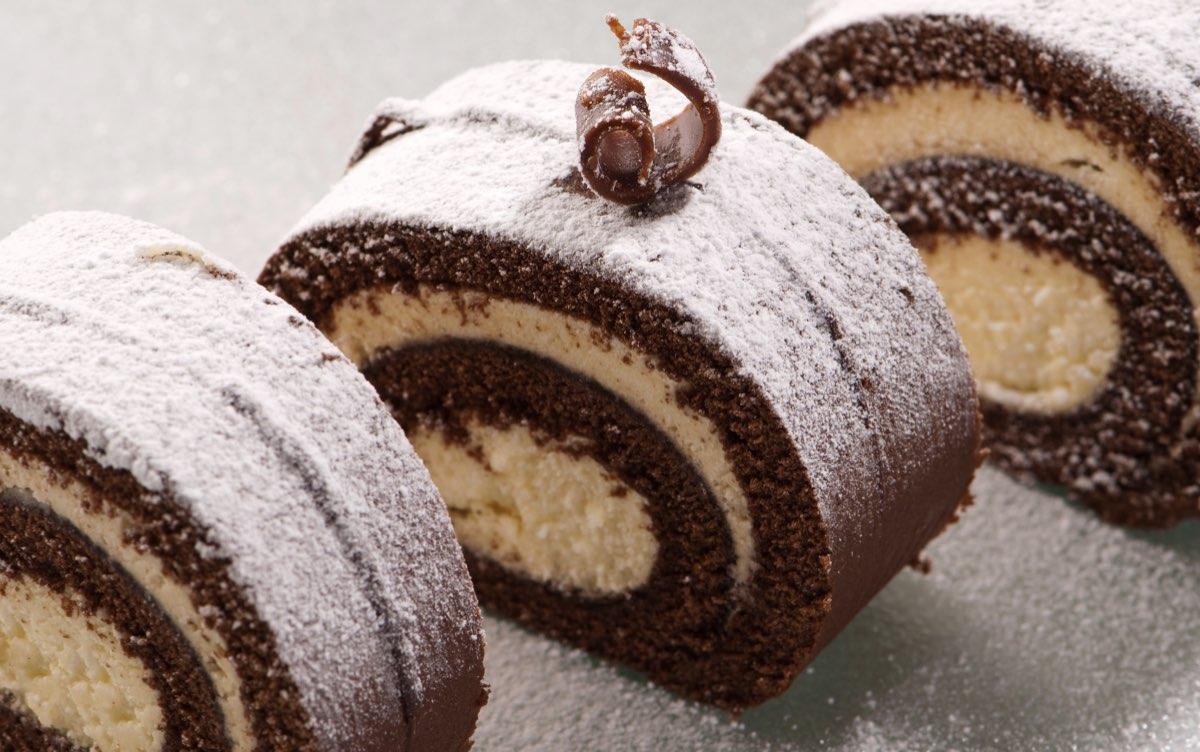 receta-facil-rollo-de-chocolate-con-nata-postre