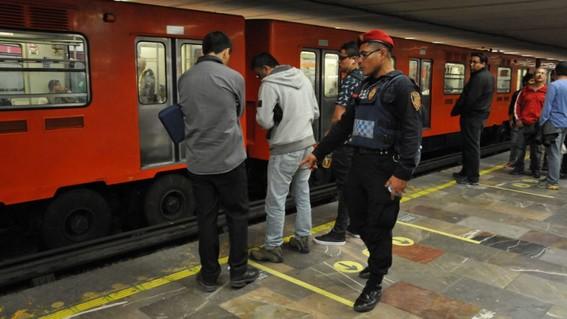 detienen a asaltantes que le quitaron 10 mil dolares a mujer en el metro
