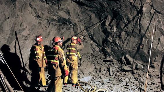 amlo rescataran restos de mineros pasta de conchos
