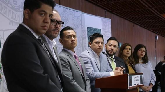 nueve diputados del prd renuncian a su partido