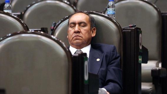 morena propone reducir salario a diputados impuntuales