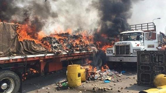Resultado de imagen para queman ayuda humanitaria
