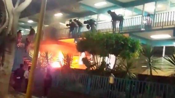 video arrojan explosivo en las instalaciones del cch naucalpan